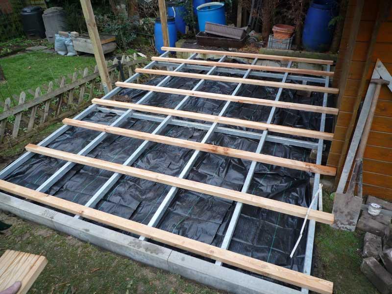 Gartengestaltung mit holzterrasse for Gartengestaltung 20 qm